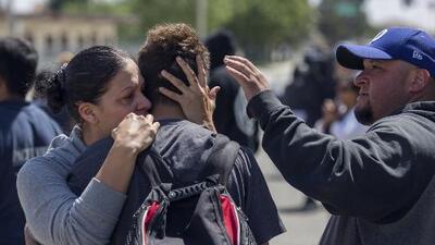 Los momentos de angustia que vivieron padres y alumnos tras el tiroteo en una secundaria de California