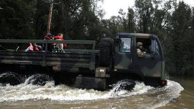 Héroes uniformados: así son los rescates durante las inundaciones en el norte de California