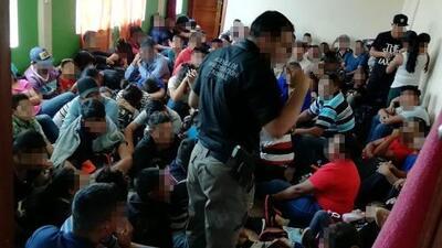 Rescatan a 227 centroamericanos hacinados en una casa en México, 113 son menores de edad