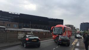 El autobús del Liverpool fue bloqueado por seguidores del Manchester United