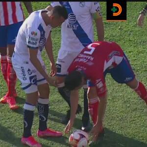 ¿Por qué lo hizo? Ramiro González escupió el balón previo al penal de Puebla