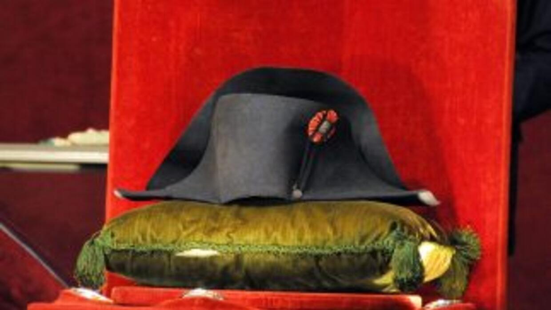 d814ac7085e8a Un coleccionista paga 2.3 millones por un sombrero de Napoleón ...