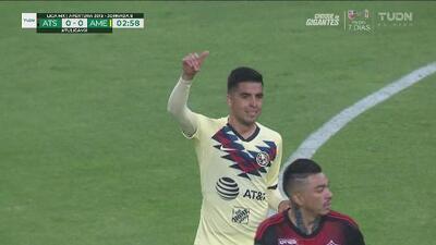 Leonel López deja escapar la primera oportunidad de gol para América