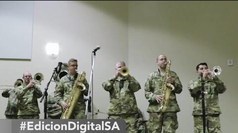 Esta banda de San Antonio está integrada por un grupo de militares biculturales y bilingües