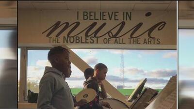Así es la iniciativa que brinda educación musical gratuita a pequeños de bajos ingresos en Chicago