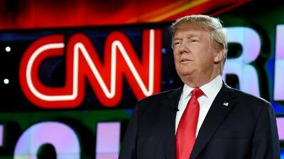 """""""Un comportamiento adolescente"""": así reaccionan CNN y periodistas al amenazante video de Trump"""