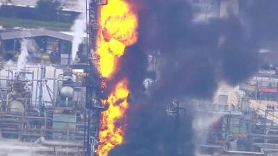 Al menos 7,000 empleados y 3,400 acres de terreno: así es la refinería de ExxonMobil donde se registra un incendio