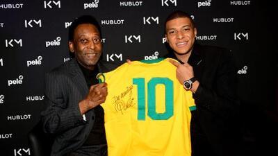 Pelé fue operado con éxito en Brasil