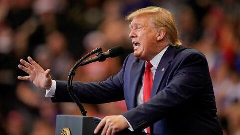 Aunque Trump niega el riesgo de recesión, la Casa Blanca considera algunas medidas preventivas, según reportes