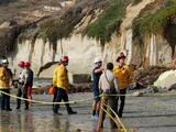 Un muerto y dos heridos tras derrumbe de acantilado en San Diego