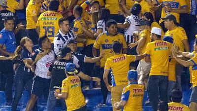 Lo más vergonzoso del 2018: las riñas en el Clásico Regio que dejaron un fan de Tigres al borde de la muerte