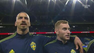 Zlatan cantó por primera vez el himno de Suecia por promesa a su DT