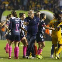 """DT de Rayadas: """"En el estadio de nosotros se resuelve todo"""""""