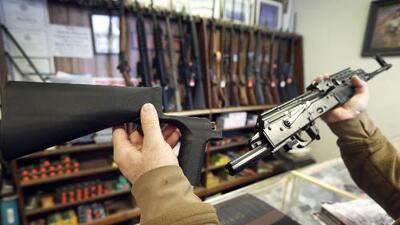 Jeff Sessions propone prohibir dispositivos que convierten armas semiautomáticas en ametralladoras