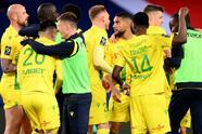 Nantes se lleva la victoria del Parc Des Princes 2-1 ante el Paris Saint-Germain. Los goles de los visitantes corrieron a cargo de Randal Kolo y Moses Simon, mientras que por parte de los parisinos, Julian Draxler hizo el único tanto durante la Jornada 29 de la Ligue 1.