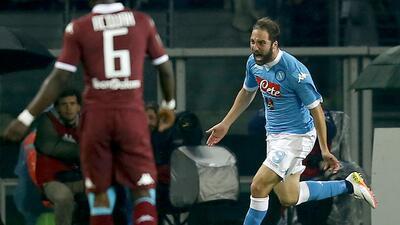 Higuaín y Callejón guiaron al Nápoles al triunfo ante Torino