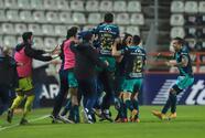 Reyes anota el gol de mayor distancia para un jugador de campo