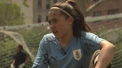 Jugar fútbol le cambió la vida a esta joven y a su familia, quien a su corta edad tuvo que pasar por varios obstáculos