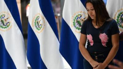 Velan en El Salvador a Óscar Martínez y su hija Valeria, ahogados en el río Bravo al tratar de llegar a EEUU