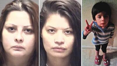 La madre de un niño de 4 años hallado muerto en una playa de Galveston es arrestada junto a su novia