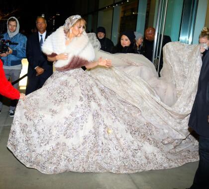 El vestuario de la 'Diva del Bronx' correspondería a una de las escenas de la boda.