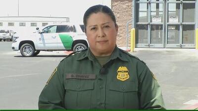 """""""Tenemos colchones, galletas, burritos y médicos"""": jefa de la Patrulla Fronteriza responde ante denuncias de maltratos en centros de detención"""