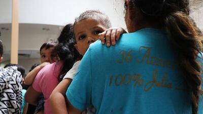 Filántropo dedica medio millón de dólares a ayudar a la reunificación de las familias inmigrantes separadas en EEUU