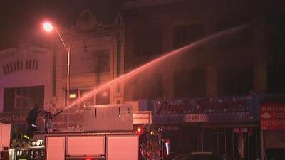Intenso incendio de siete alarmas deja ocho edificios afectados en Passaic, Nueva Jersey