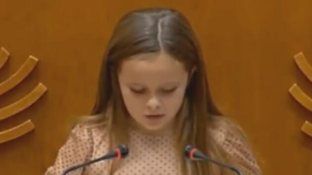 """""""Yo soy una niña trans"""": el mensaje que nos deja el discurso de esta pequeña de 8 años hablando de sus derechos"""