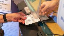 El FBI hace una contundente advertencia a quienes vendan o compren tarjetas falsas de vacunación contra el coronavirus