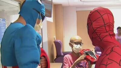 Sonrisas que no tienen precio, así alegraron estos superhéroes a niños enfermos en un hospital de Miami