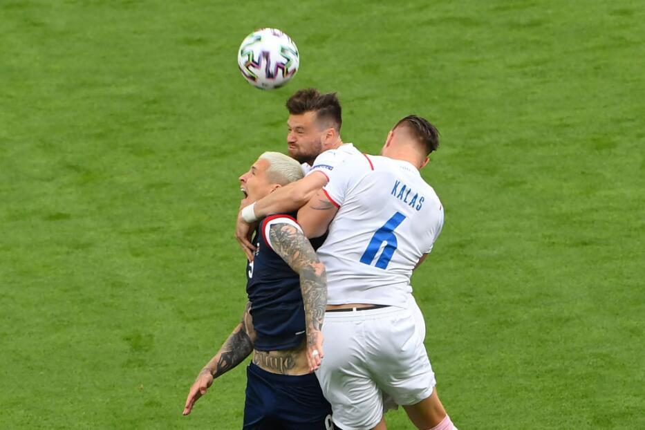 EN VIVO   Al descanso, República Checa mejor que Escocia