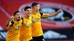 Exdelantero de Inglaterra critica al United por no fichar a Jiménez