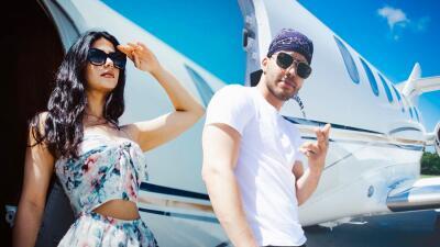 Antes del matrimonio, Emeraude Toubia y Prince Royce se la pasan volando