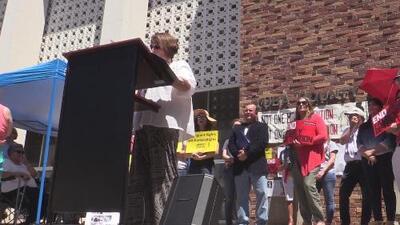 Activistas se manifestaron en Yuba City en favor de los derechos de los inmigrantes en centro de detención