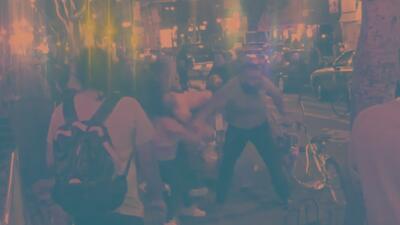 En video: hombre golpea brutalmente a dos mujeres en DTLA