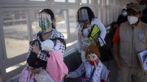 Miles de solicitantes de asilo devueltos a México tendrán una nueva oportunidad en EEUU