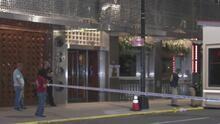 Investigan el hallazgo de un hombre baleado mortalmente al frente de un hotel en Manhattan