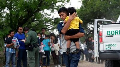 """De """"inaceptable"""" califican el plazo de hasta dos años para reunificar a todas las familias separadas en la frontera"""