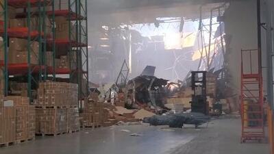 Un F-16 se estrella contra un almacén en California