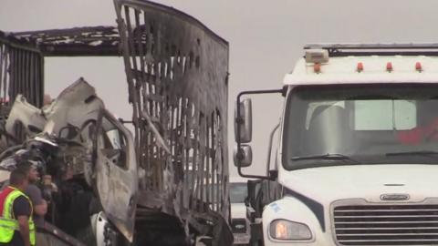 Más de 25 autos provocan un aparatoso accidente en la I-37 Sur