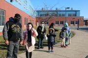 Estudiantes regresan a los salones de clases en Filadelfia