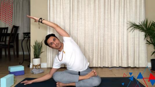 Reto de Omar y Argelia: Rutina de Yoga de 30 minutos con Ed Chávez