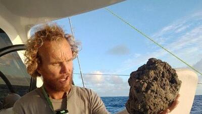 Esta gigantesca isla de piedra pómez que flota en el mar puede salvar a los corales