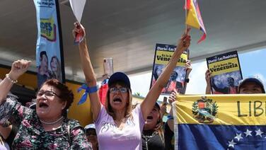 Senadores demócratas presentan ley para otorgar un TPS a los venezolanos en EEUU