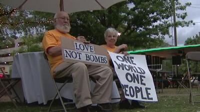 Activistas en Houston hicieron vigilia por las víctimas que dejó el ataque con armas químicas en Siria