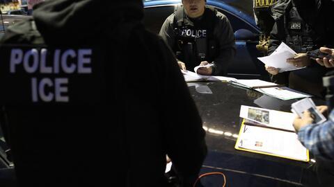 Denuncian que agentes migratorios están rastreando a indocumentados a través de las placas de los autos