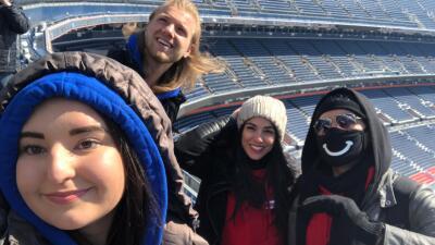 La Carrera de la Copa Oro se tomó Denver: los participantes conocieron el estadio de los Broncos