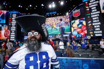 Tremendo ambiente previo al NFL Draft de 2019 en Nashville, con gran colorido
