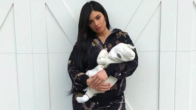La tierna foto que Kylie Jenner se tomó con Stormi (y todas las veces que ha mostrado a la bebé)